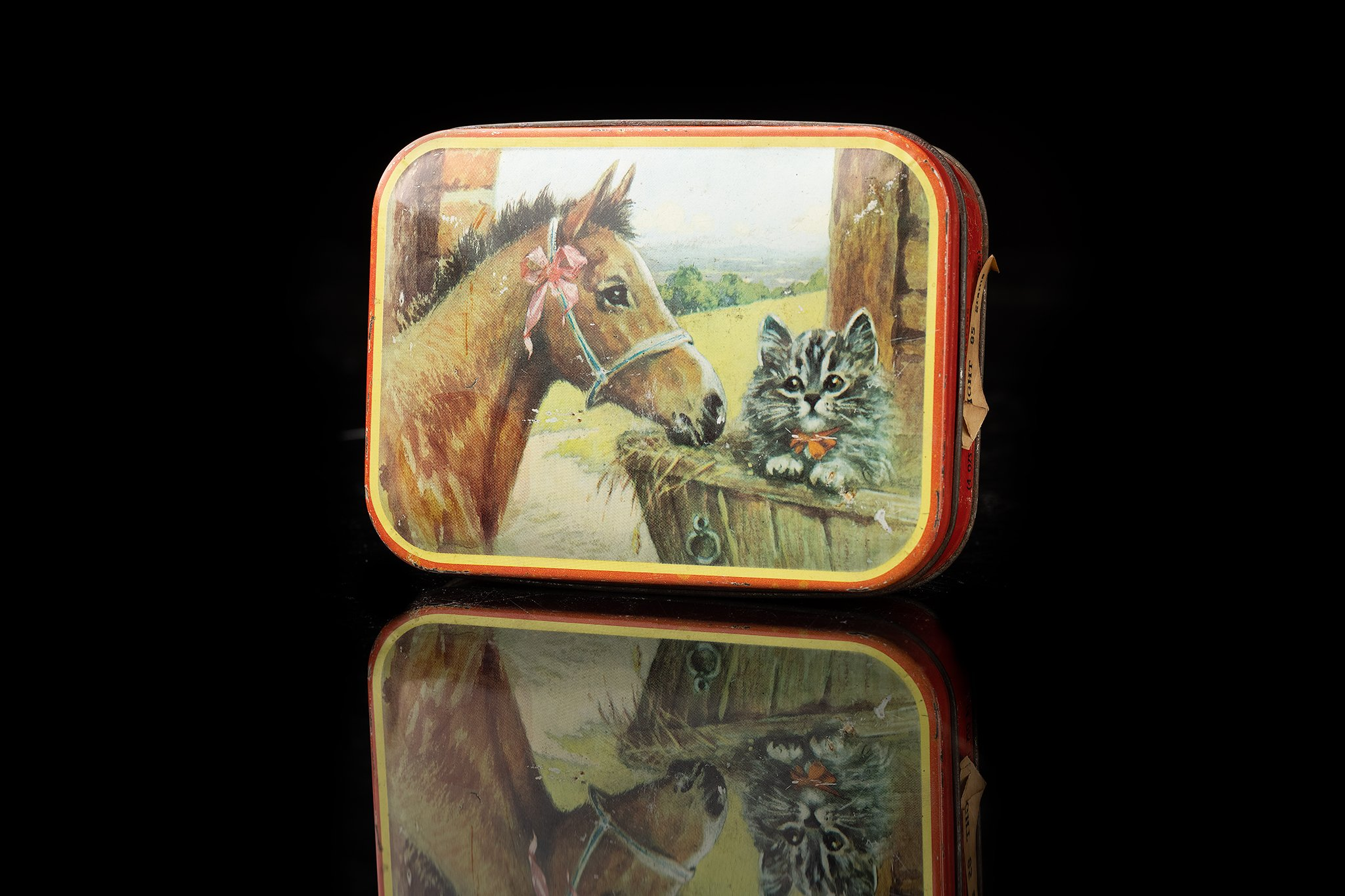 Vintage-tin-box-horse-and-cat