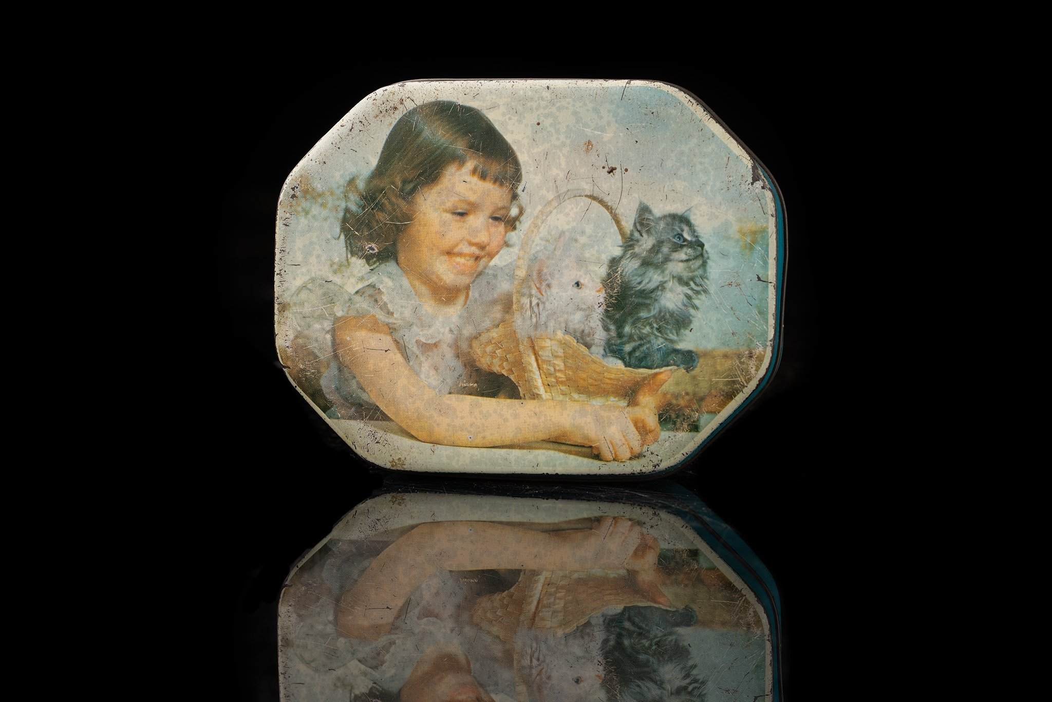Vintage-tin-cat-and-child-box