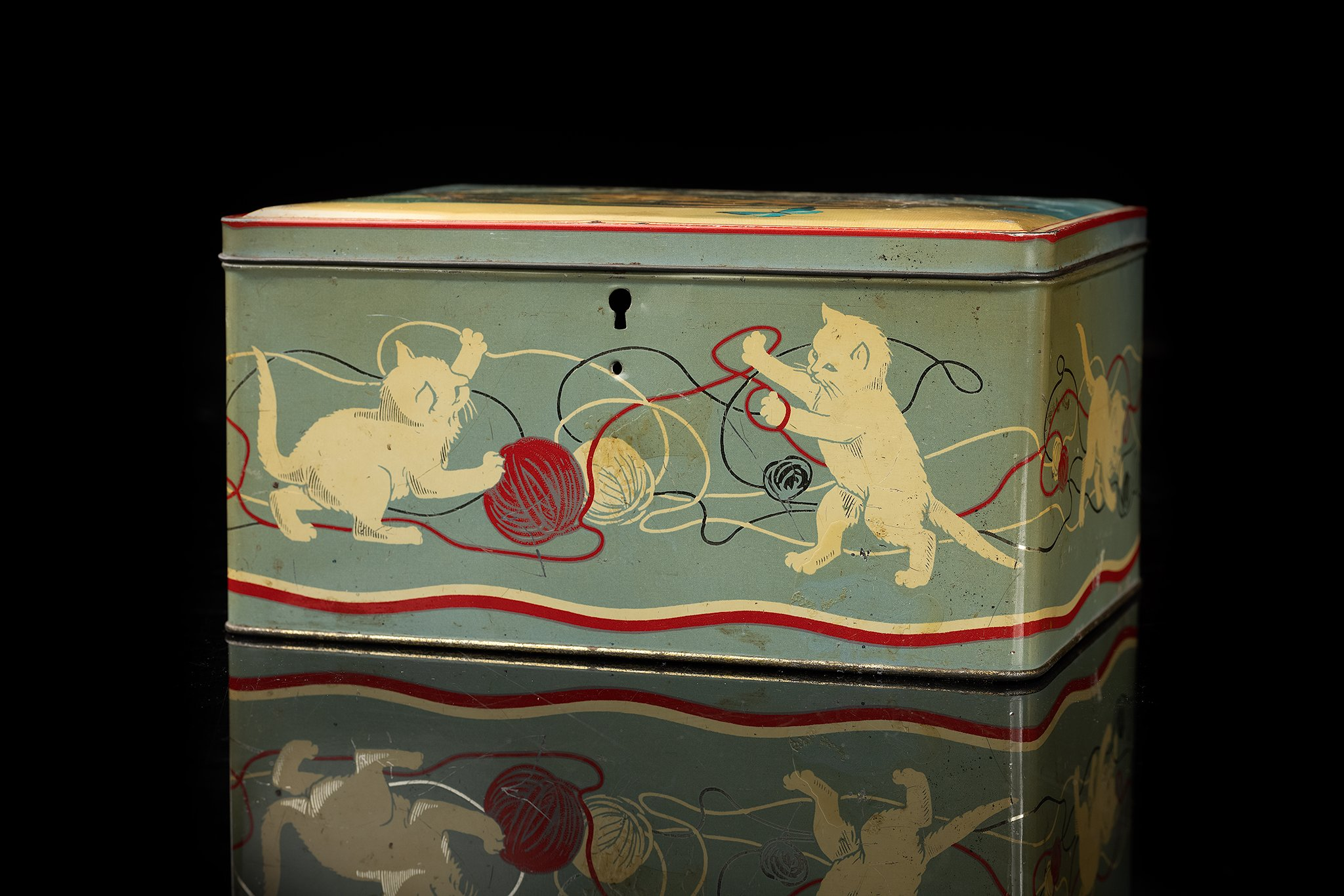 Vintage-tin-cat-box-2a