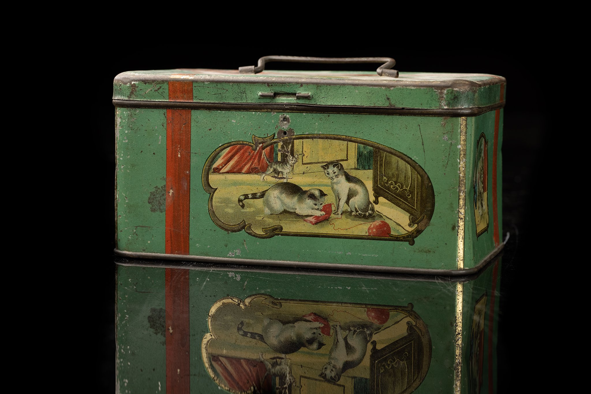 Vintage-tin-cat-box-3