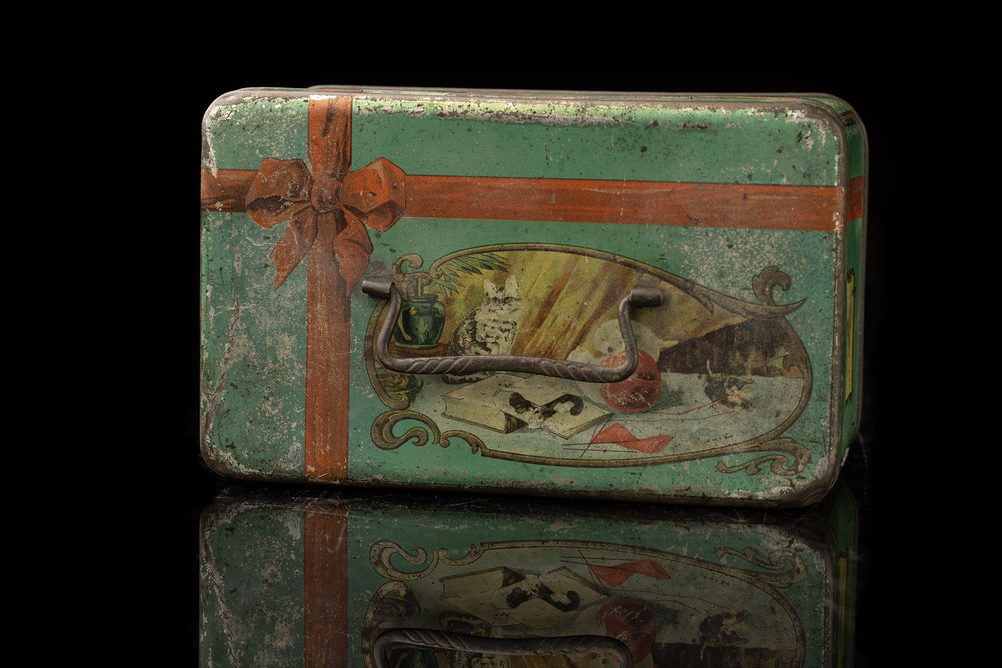 Vintage-tin-cat-box-3a