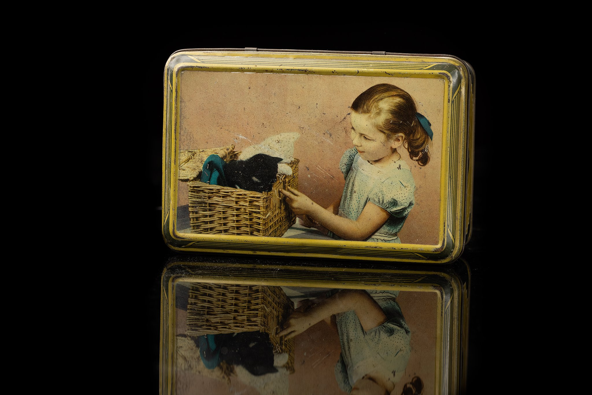 Vintage-tin-cat-box-child-and-kittens