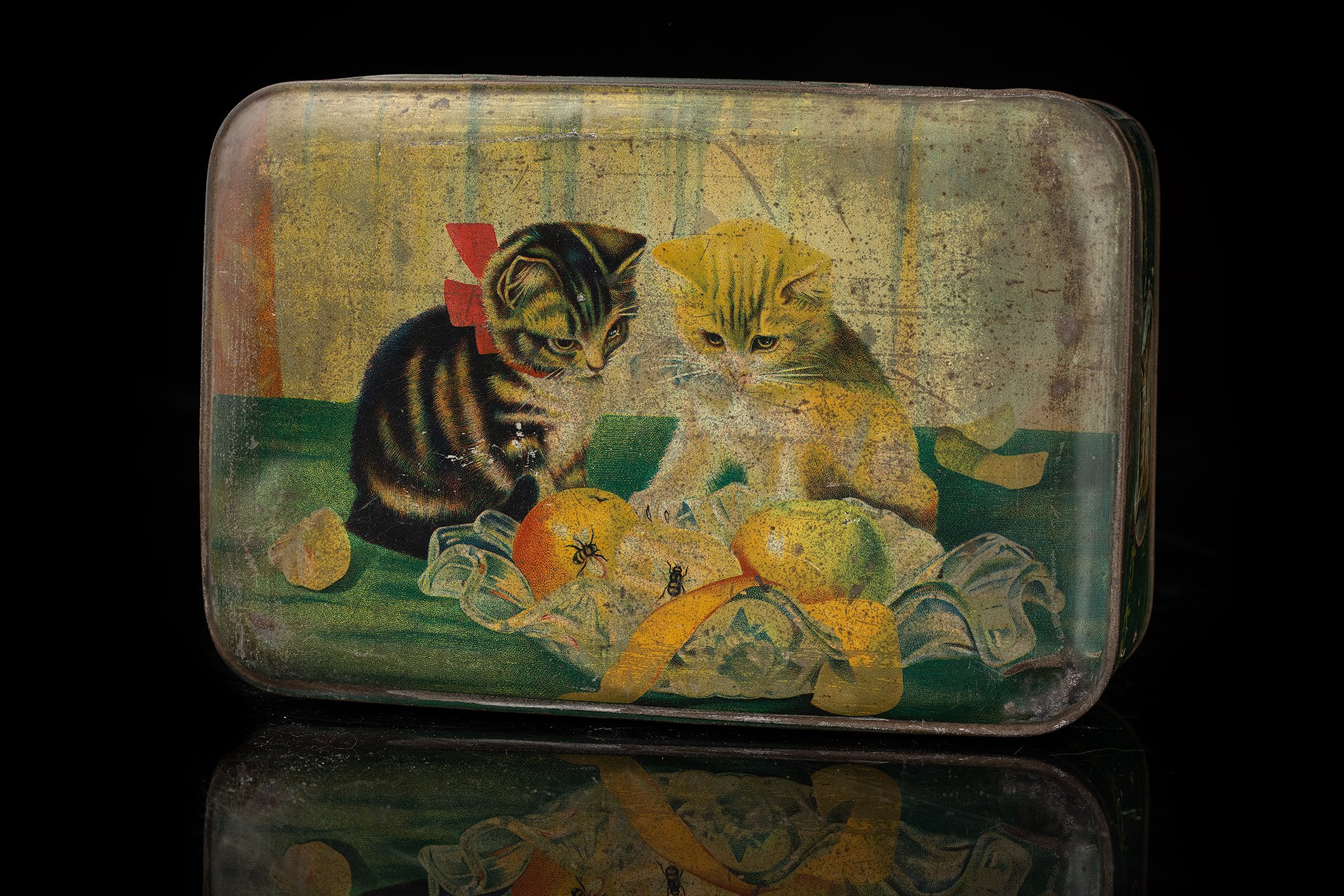 Vintage-tin-cat-box-fruit