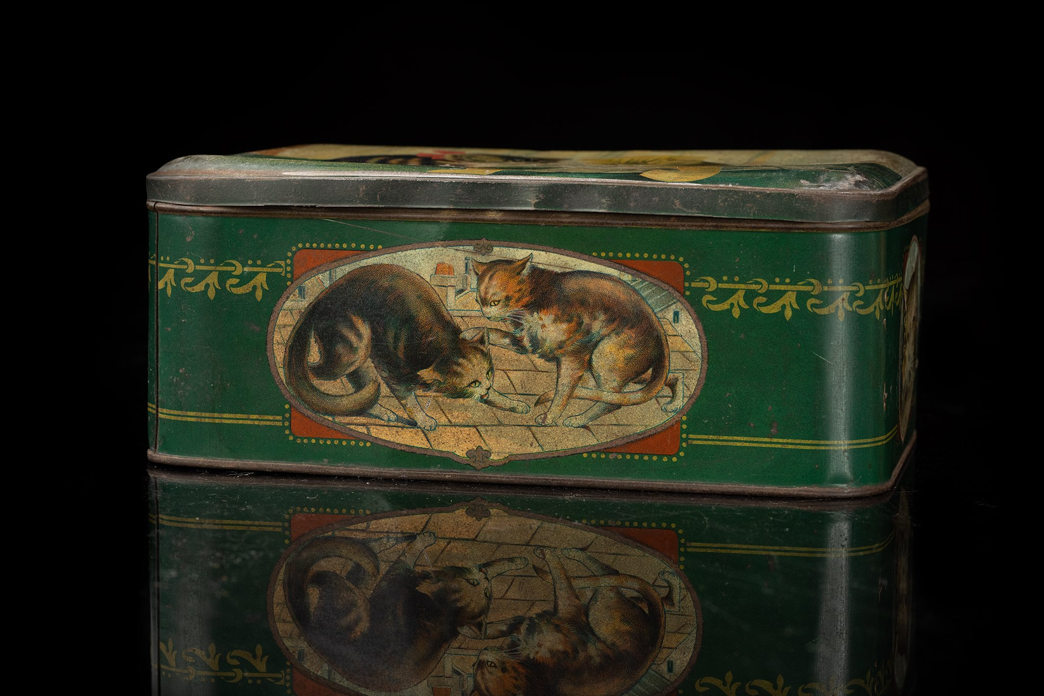 Vintage-tin-cat-box-fruit1