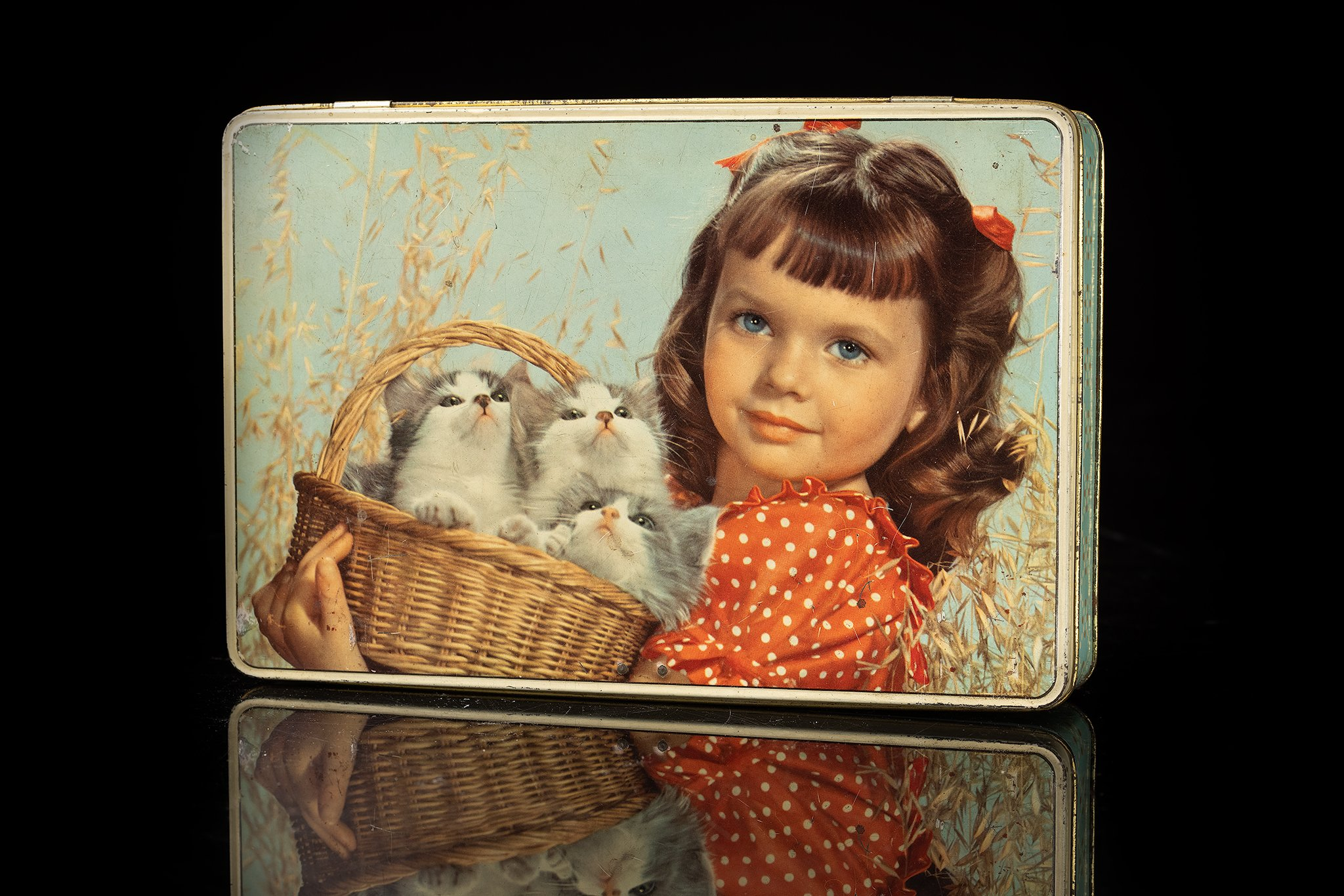 Vintage-tin-cat-box-lady-and-kittens