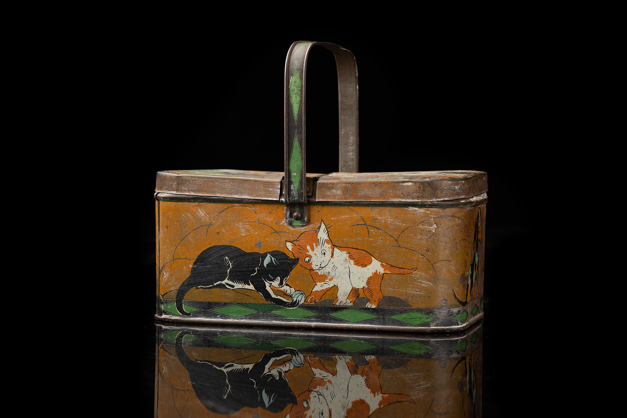 Vintage-tin-cat-lunch-box