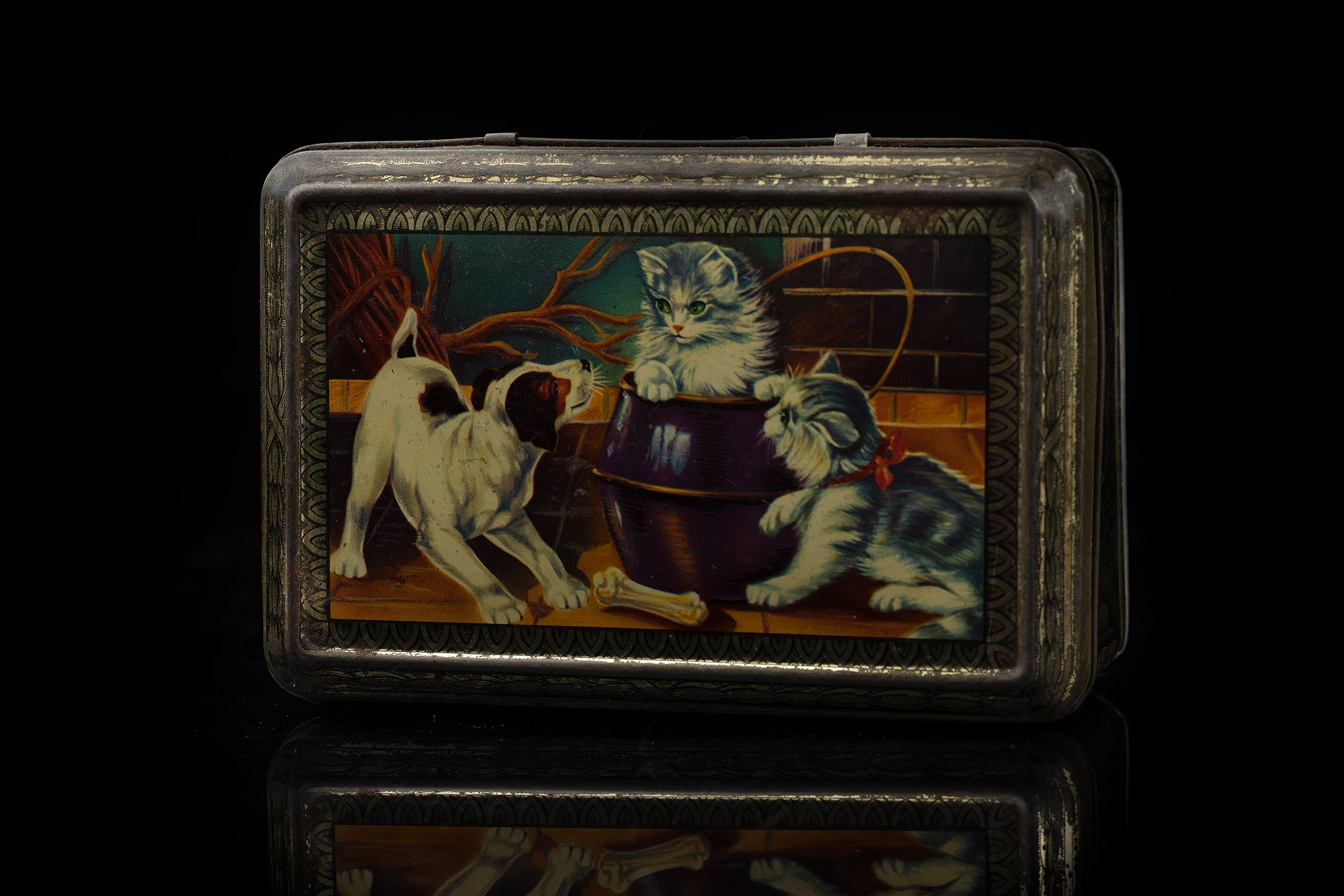 Vintage-tin-dog-and-cat-box