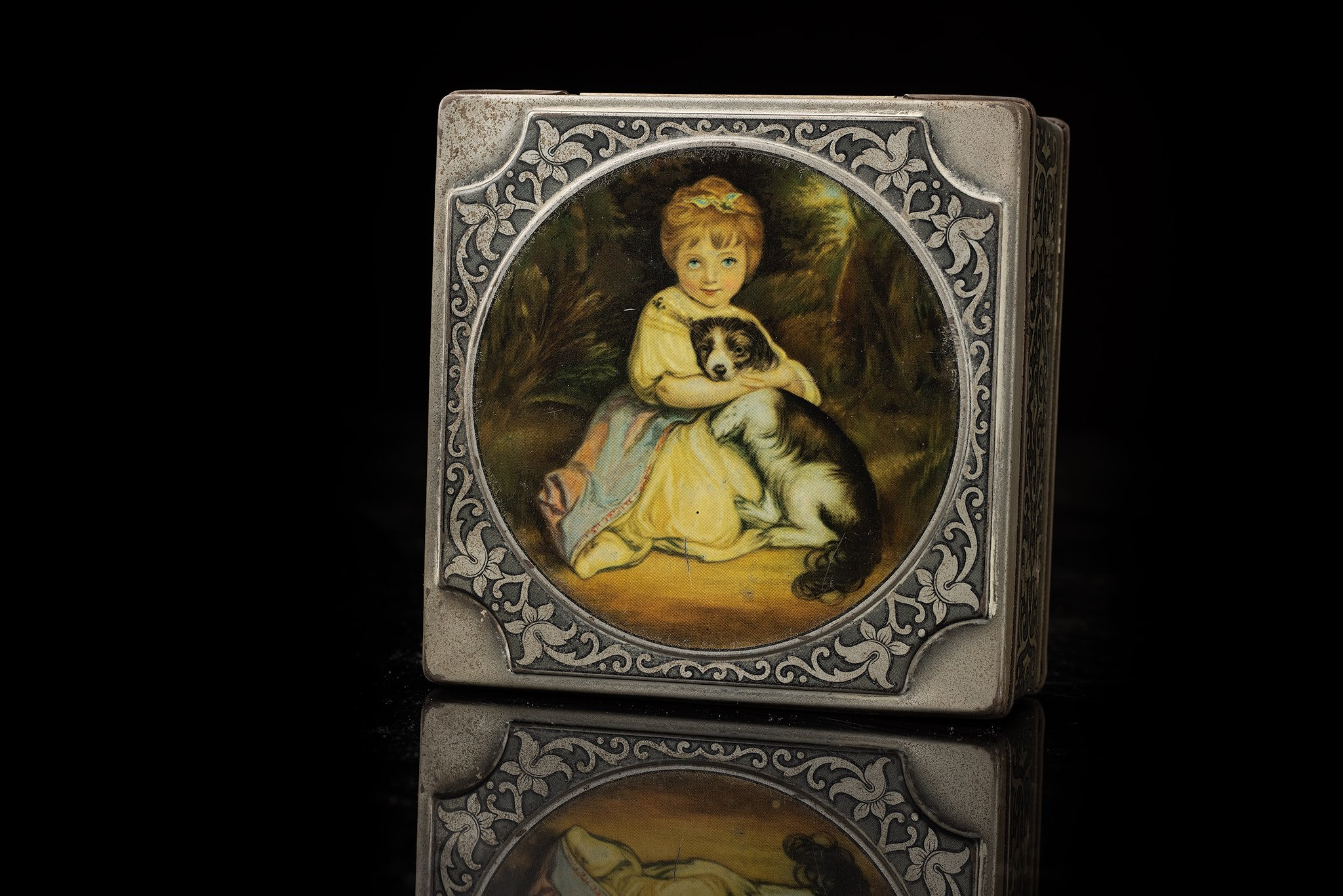 Vintage-tin-dog-and-child-antique-box