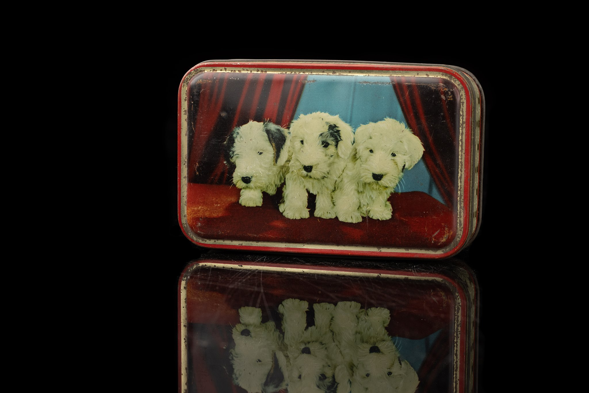 Vintage-tin-dog-box-3-puppies