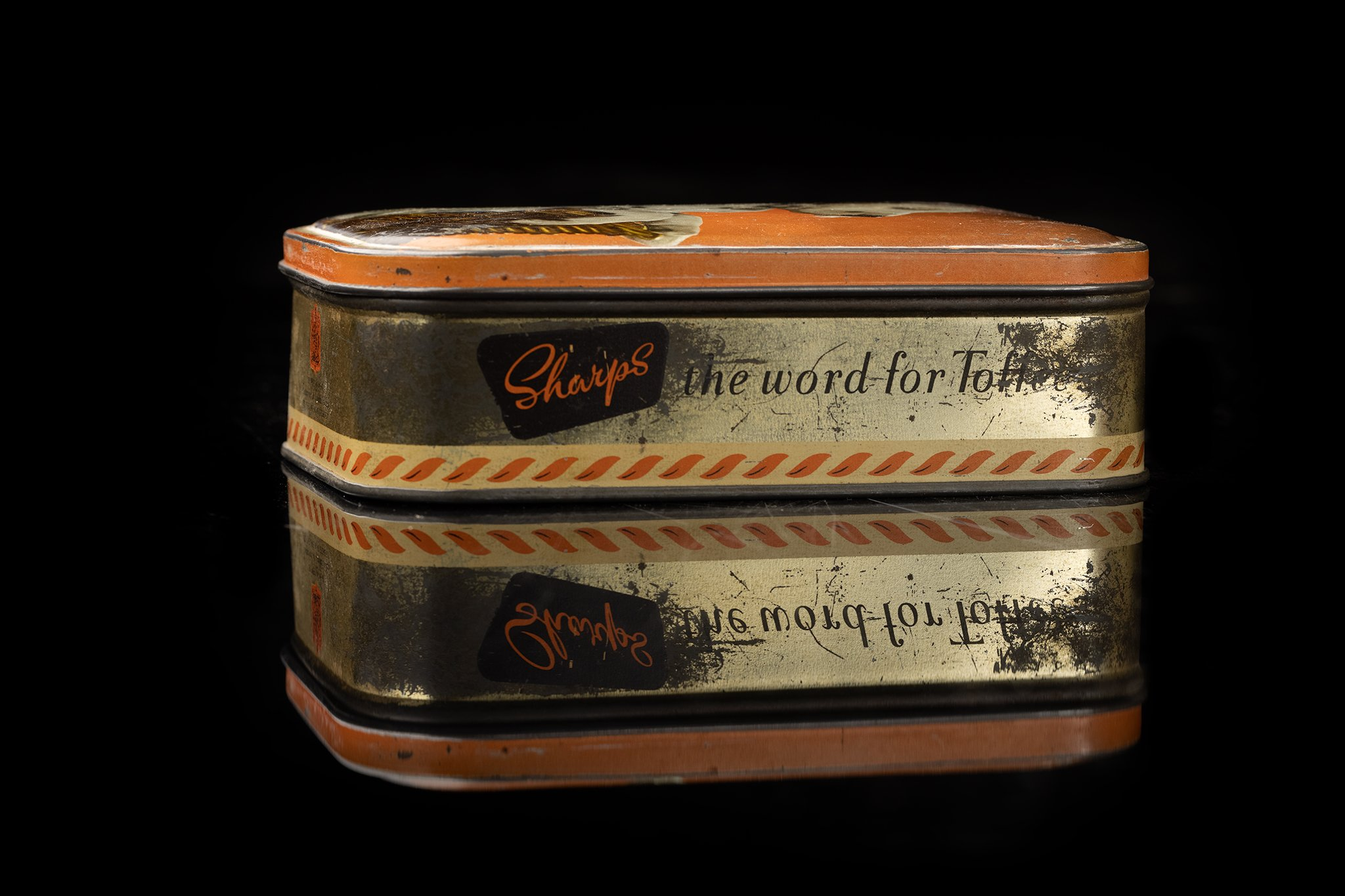 Vintage-tin-dog-box-36a