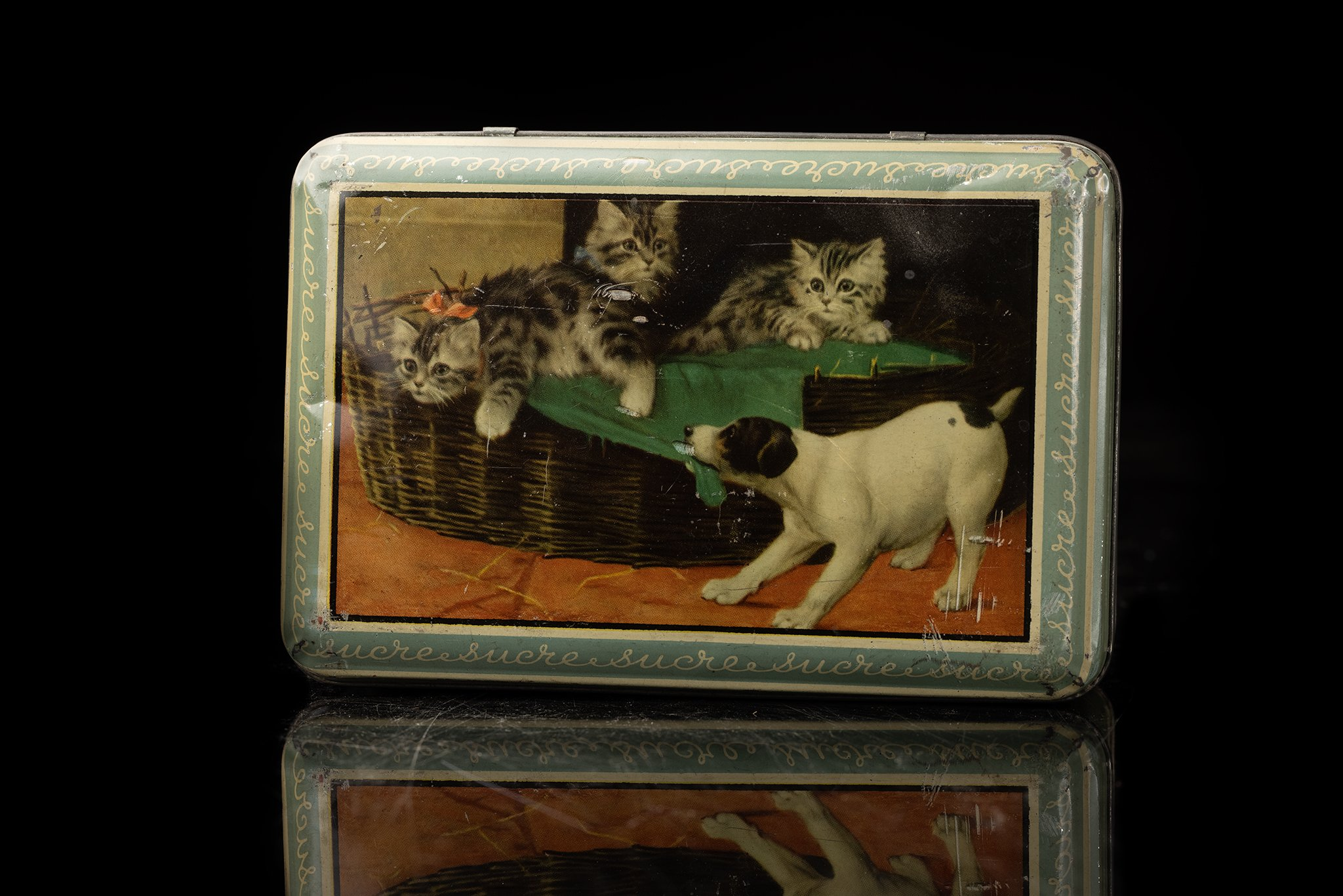 Vintage-tin-dog-box-40