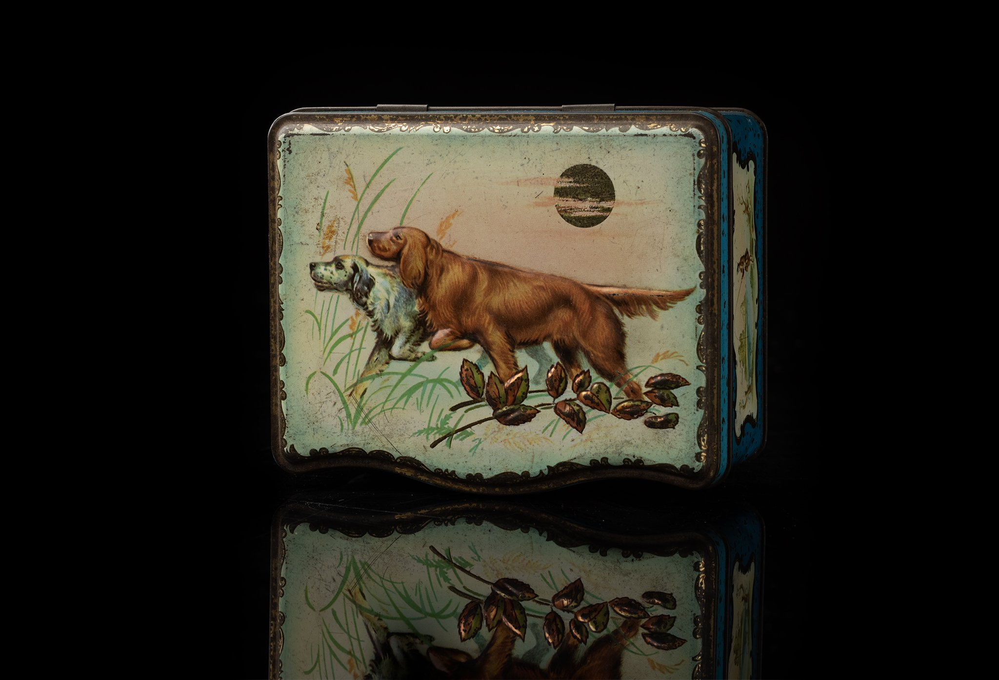 Vintage-tin-dog-box-430