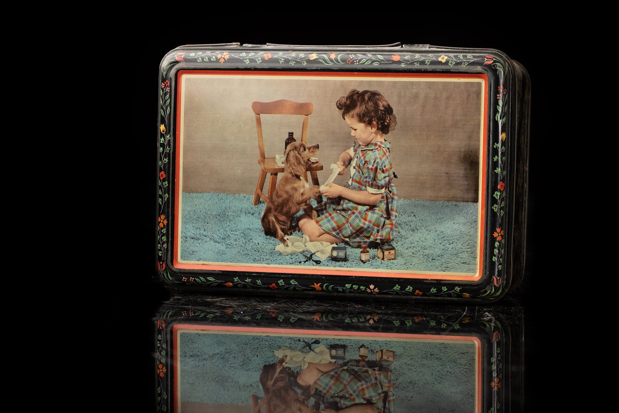 Vintage-tin-dog-box-44