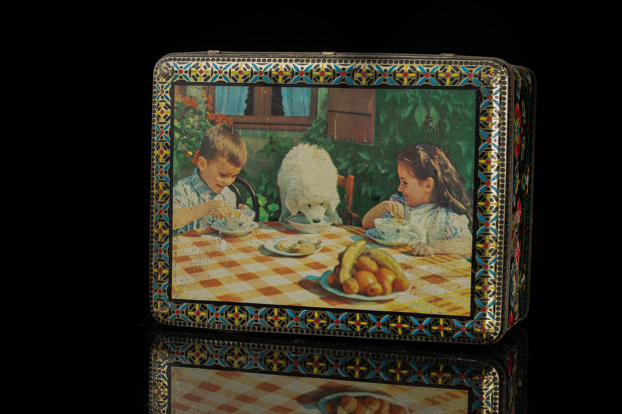 Vintage-tin-dog-box-children-and-pup