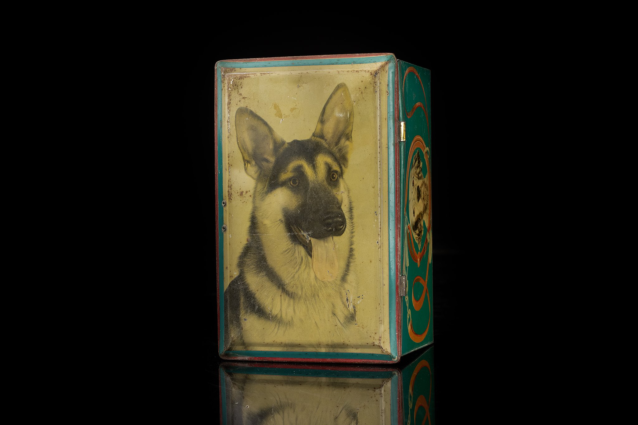 Vintage-tin-dog-box-german-shepherdl