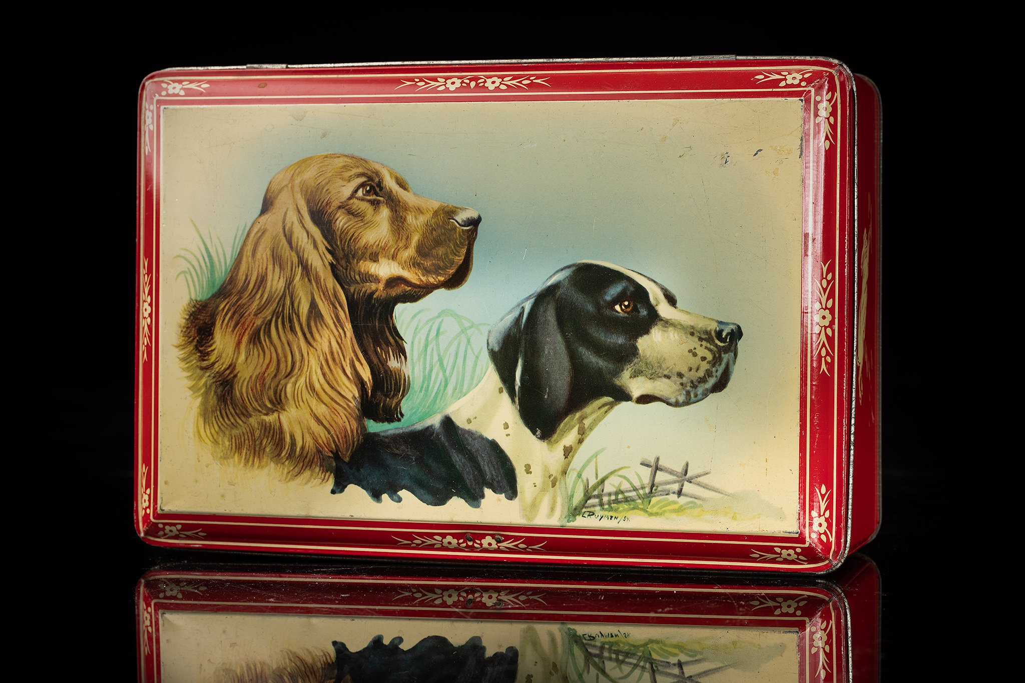 Vintage-tin-dog-box-jachth