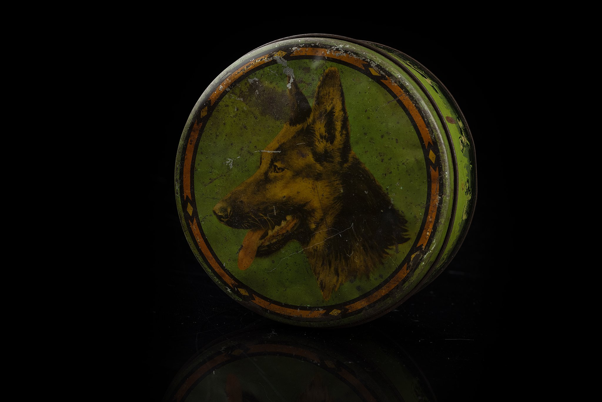 Vintage-tin-dog-box20