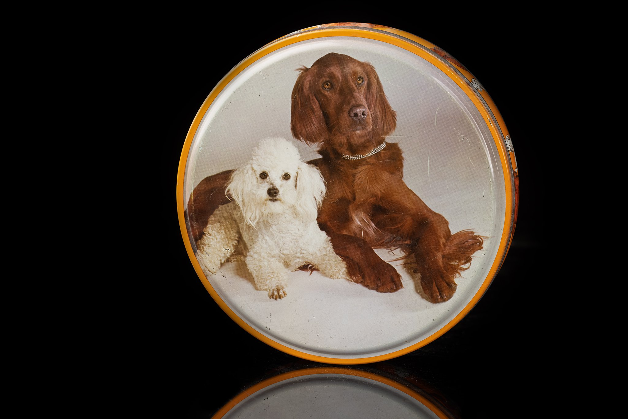 Vintage-tin-dog-round-duo