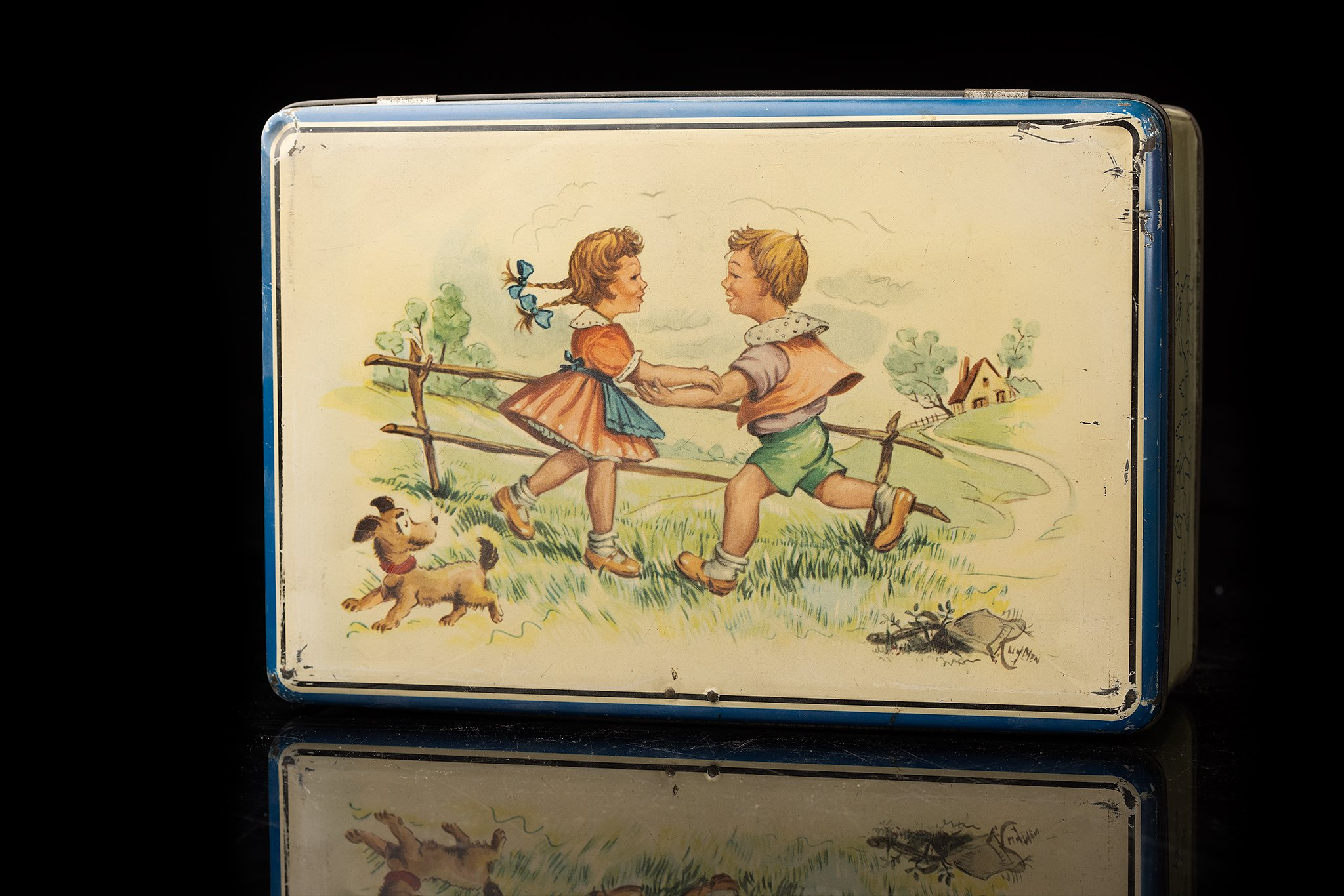 Vintagz-tin-dog-box-playing-children