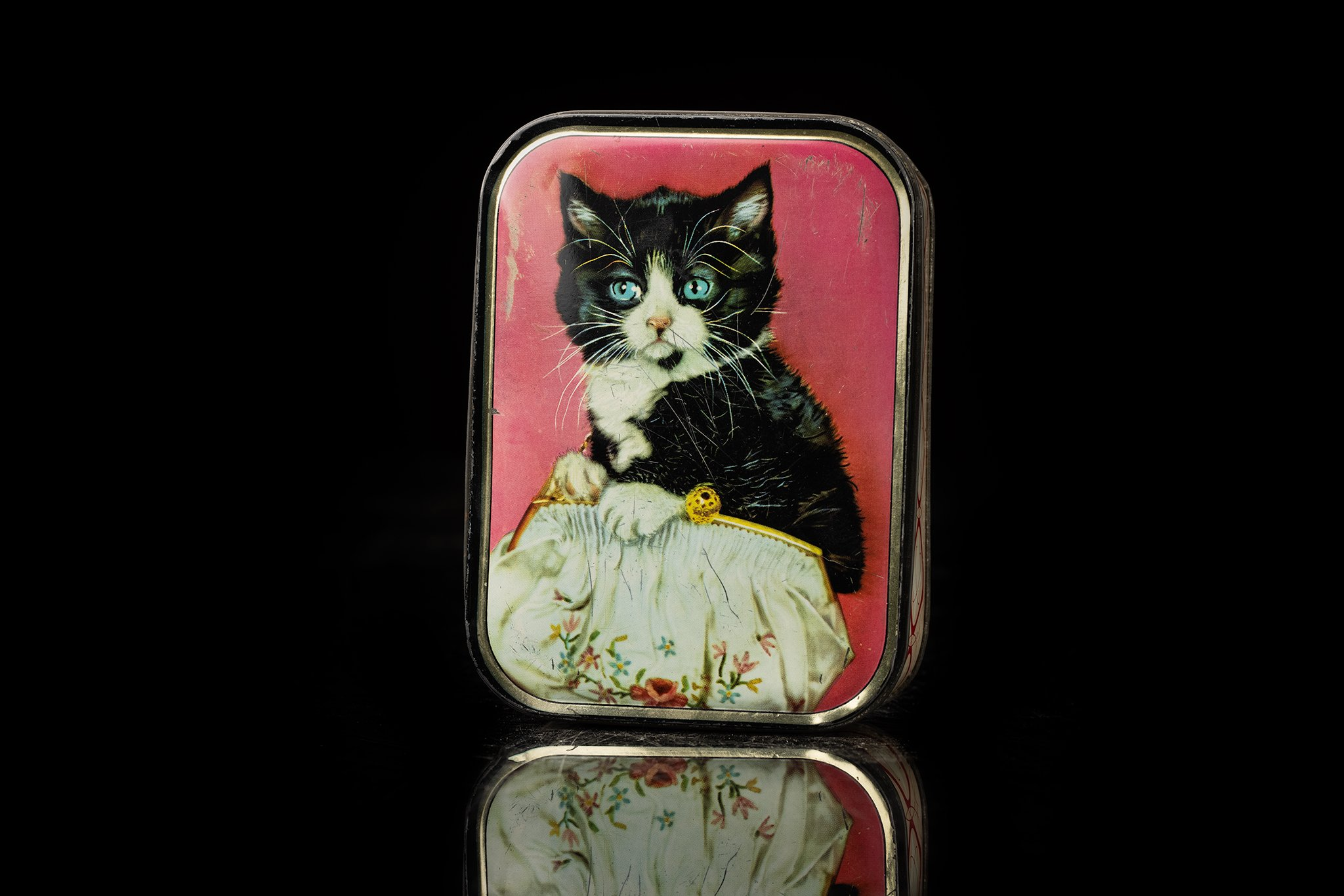 vINTAGE-TIN-CAT-BOX-21